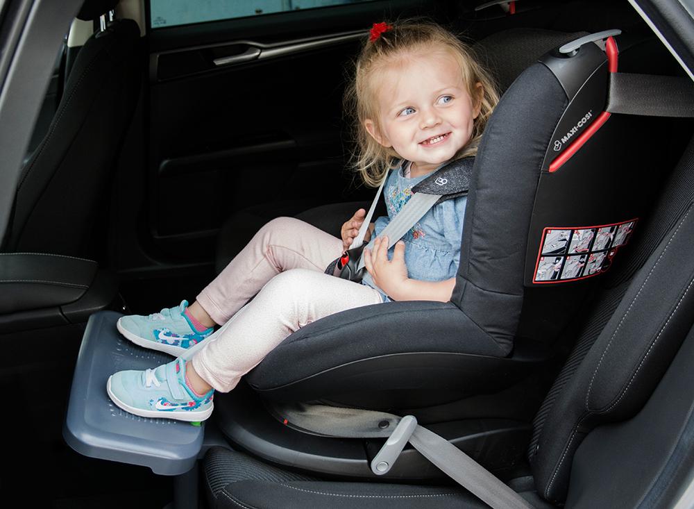 KneeGuardKids 3 - Die Autofußstütze für Kinder
